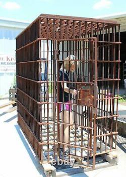 Prison Antique Cellule Par Pauly Prison Building Company Dans Rusted Lourd Gauge Steel